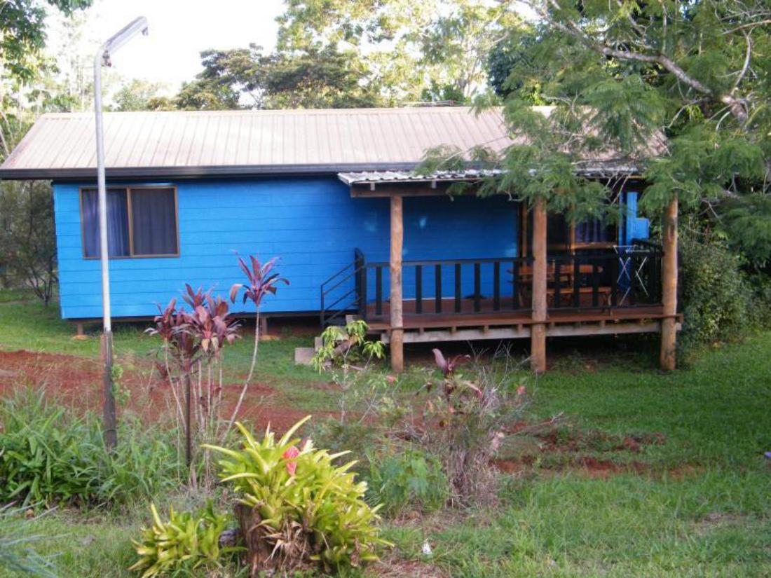 Lake eacham caravan park self contained cabins atherton for Self contained cabin