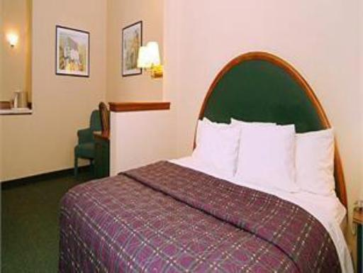 Comfort Suites At Living History Farms hotel accepts paypal in Clive (IA)