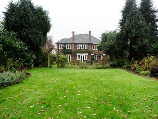 Veeve  Beautiful Family Home With Large Garden Wimbledon