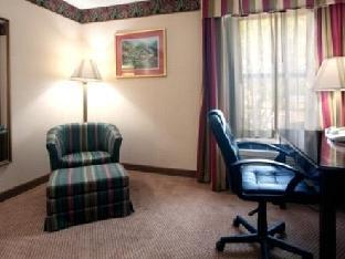 Holiday Inn Express Clemmons Hotel