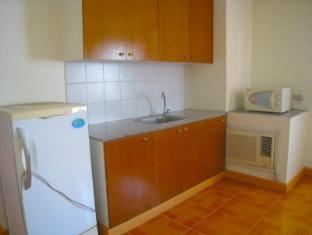 Philippines Hotel Accommodation Cheap   Taft Tower Manila Manila - Corner Suite Kitchen