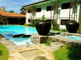 Cebu White Sands Resort and Spa Mactan Island - Courtyard Adult Pool