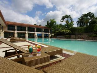 Waterfront Airport Hotel and Casino Mactan Cebu - Piscina