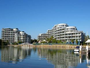 Hombush Bay Furnished Apartments 122 Bennelong Road