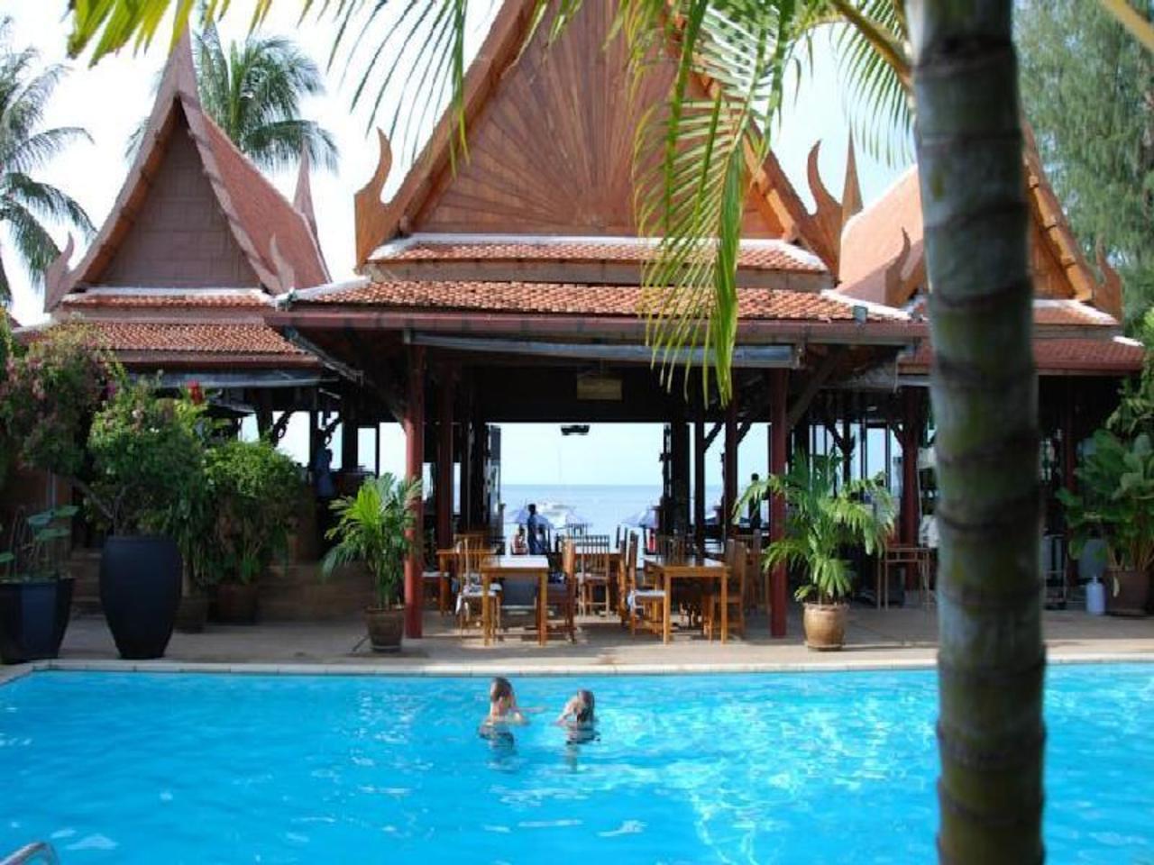 ไวท์เฮาส์ บีช รีสอร์ท แอนด์ สปา (White House Beach Resort and Spa)