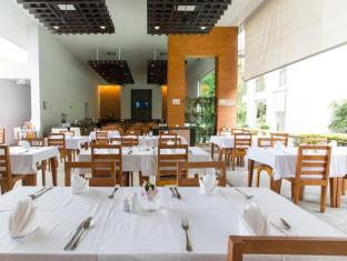 Sugar Palm Grand Hillside Hotel פוקט - מסעדה