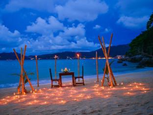 Tri Trang Beach Resort by Diva Management Phuket - Romantic Dinner on the beach