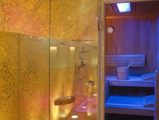 Small Luxury Hotel Das Tyrol Vienna - Bathroom