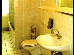 Hotel-Pension-Grand Berlin - Bathroom