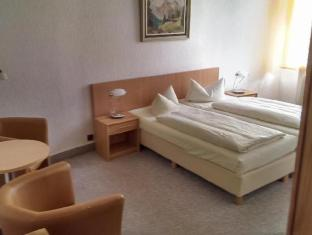 Hotelpension Margrit Berliini - Hotellihuone