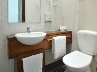 Metro Apartments on Bank Place Melbourne - Bathroom