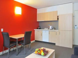 Metro Apartments on Bank Place Melbourne - Kitchen