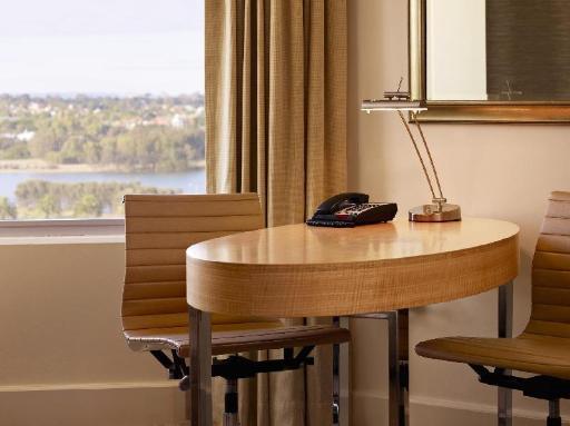 ➦  Hyatt Hotels    (Western Australia) customer rating