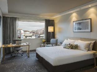ParkRoyal Darling Harbour Hotel guestroom junior suite