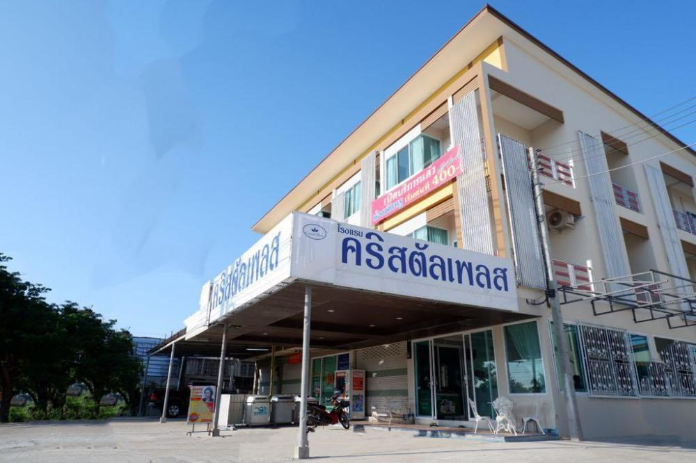 Crystal Place Prathai