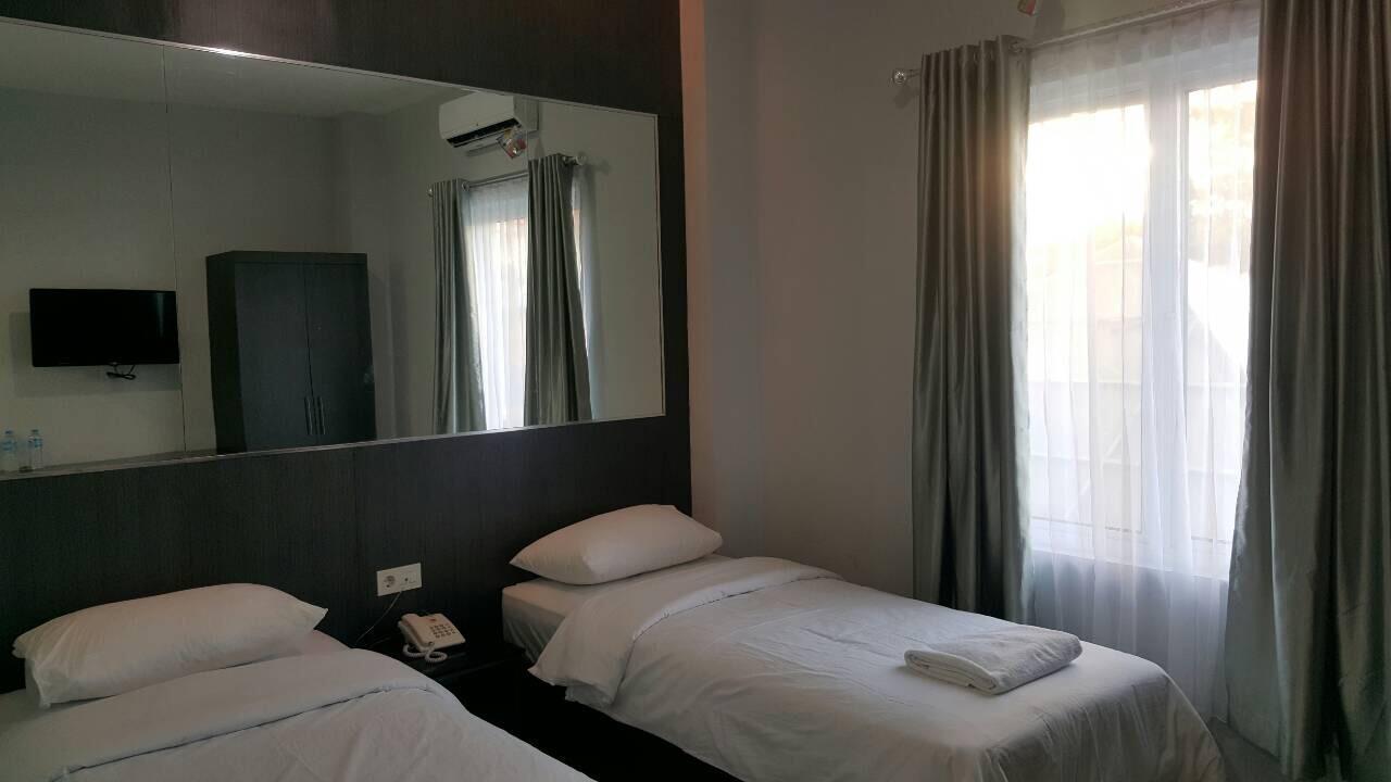Hotel Skyward Hotel - Jl. Wolter Monginsidi no. 1 Kompleks Bahu Mall Blok C 1-2 Manado - Manado