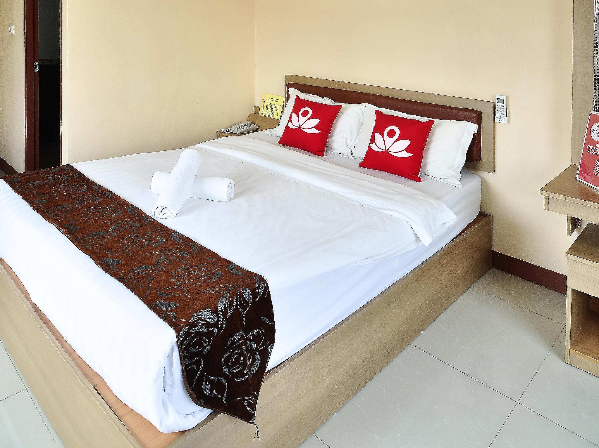 ZEN Rooms Inthamara Soi 49