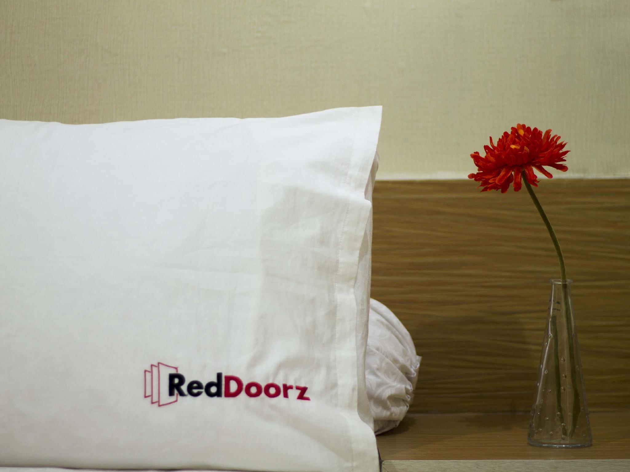 RedDoorz Plus near Kuta Square
