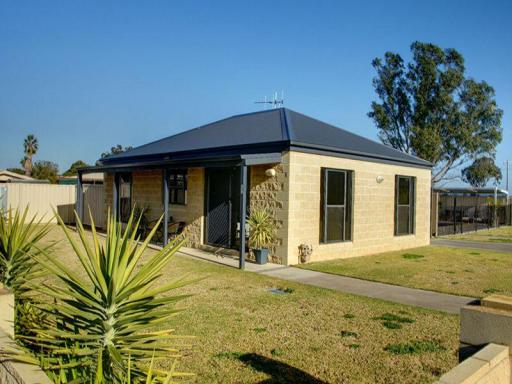 book Mulwala hotels in Victoria without creditcard