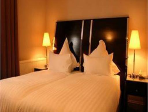 ➦  Shaftesbury Hotels    customer rating