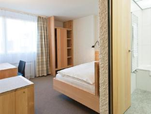 Hauser Swiss Quality Hotel Saint Moritz - Guest Room