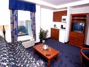 Days Inn & Suites - Niagara Falls, Center St., By the Fall Niagara Falls (ON) - Suite Room