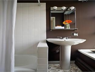 Moda Hotel Vancouver (BC) - Bathroom