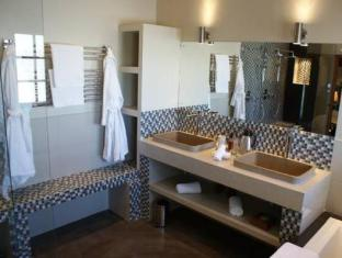 WedgeView Country House and Spa Stellenbosch - Bathroom