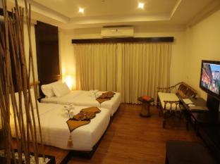 Bamboo House Phuket Hotel Phuket - Külalistetuba