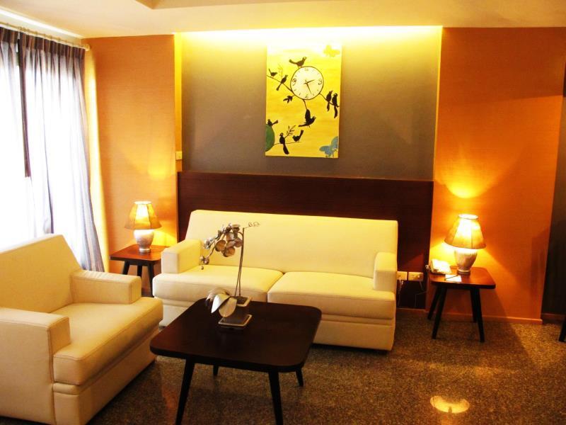 サトーン プレイス ホテル12