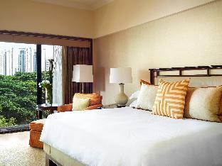 Regent Singapore - A Four Seasons Hotel guestroom junior suite