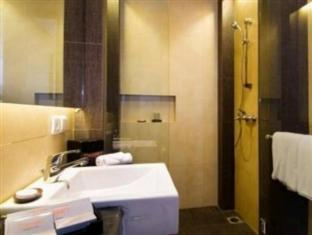 100 Sunset Boutique Hotel - Managed by Aston Bali - Bathroom