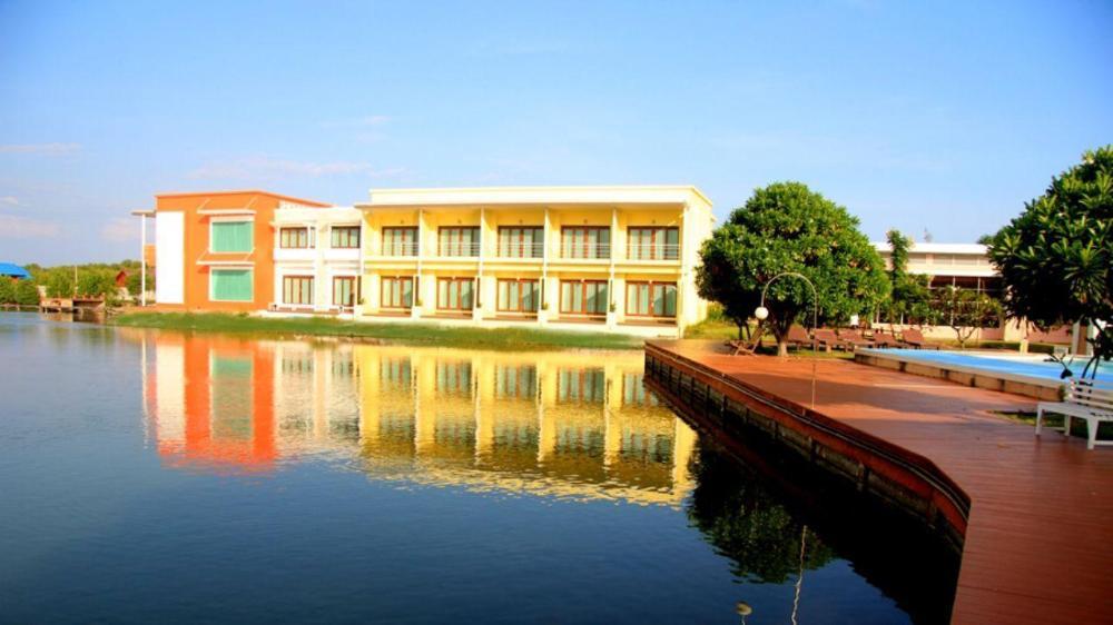 Baan Talay See Cream Resort
