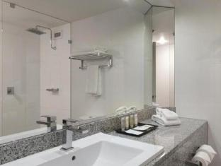 Hotel Grand Chancellor Adelaide on Hindley Adelaide - Bathroom
