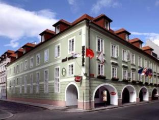 马利皮沃瓦尔酒店