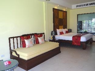 Khaolak Diamond Beach Resort guestroom junior suite