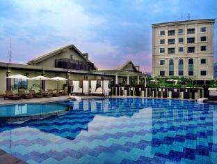 Grand Aston City Hall Hotel & Serviced Residences Medan - bazen