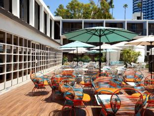 Best guest rating in Universal City (CA) ➦  takes PayPal