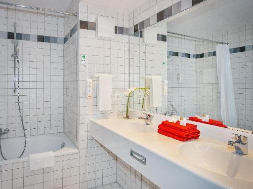 ➦  Vienna Hotel Group    customer rating