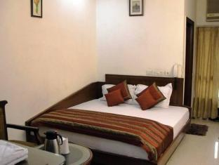 Chanchal Deluxe Hotel New Delhi and NCR - Guest Room