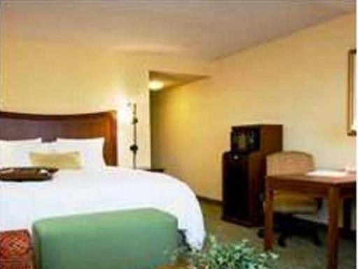 Hampton Inn And Suites Fort Myers Colonial Boulevard hotel accepts paypal in Fort Myers (FL)