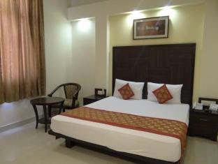 Hotel Ratnawali - Pure Veg Hotel Jaipur - Golf Course