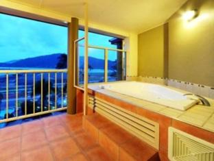At Boathaven Spa Resort Whitsunday Islands - Bathroom