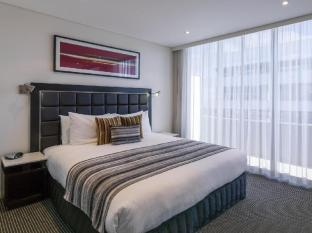 Meriton Serviced Apartments Parramatta Sydney - Typical Bedroom