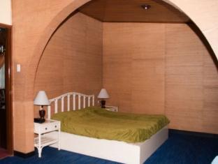 セント モリッツ ホテル (St. Moritz Hotel)