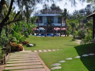 360° Beach Retreat North Goa - Garden