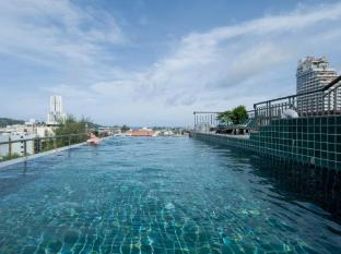 APK Resort & Spa Phuket - Swimming Pool