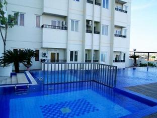 Twin Hotel Surabaya - Swimming Pool