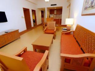 M Suites Hotel Johor Bahru - 3 Bedroom Suites Living Room