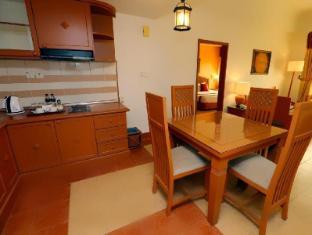 M Suites Hotel Johor Bahru - 1 Bedroom Suite Dining Area